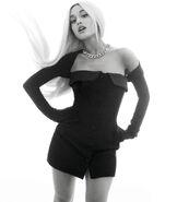 Ariana Grande photoshoot for ELLE Magazine 2018 (5)