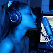 Ariana Grande at studio - YouTube icon