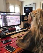 Ariana in computerd