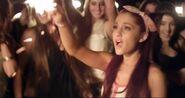 Victoria Justice Make It In America Ariana Grande (8)