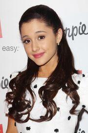 Ariana Grande .jpg