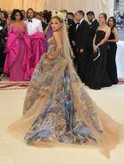 Ariana Grande arriving at the 2018 Met Gala (16)