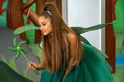 Ariana Grande - Kidding - stills (2)