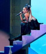 Ariana Grande 2018 Billboard Music Awards 2tit7P8nIlsl