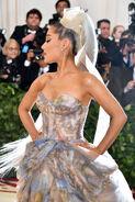 Ariana Grande arriving at the 2018 Met Gala (26)