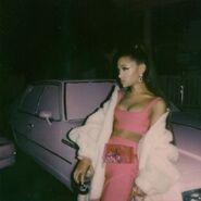 Ariana Grande - 7 Rings - Behind the scenes (3)