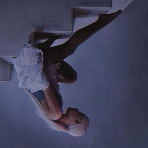 Ariana-grande-no-tears-left-to-cry-photo-1024x1024.jpg