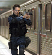 SWAT Polizist mit Five-Seven
