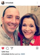 2017 Season 5 BTS (Tony Hale) - Tony and Jessica 01