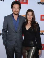 2013 Netflix S4 Premiere - Jason and Amanda 02