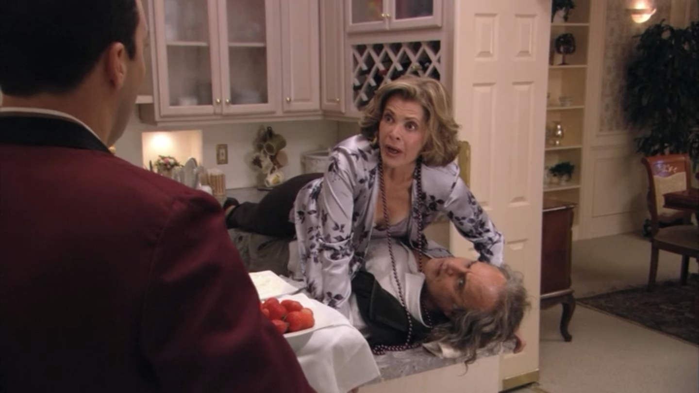 2x03 Lucille (3).png