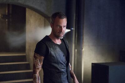 Arrow-season-4-restoration-jr-bourne