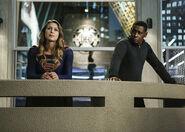 1.Supergirl Medusa Kara & J'onn