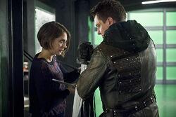 11.Arrow.Eleven-Fifty-Nine.thea et Malcolm.jpg