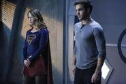 13-Supergirl-we-can-be-heroes Superirl et Mon-El