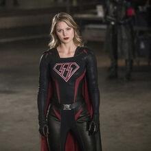 17.Crisis on Earth-X, Part 2 Arrow SS Supergirl.jpg