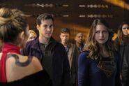 10.Supergirl supergirl-lives Supergirl, Mon-El, Roulette & prisonniers