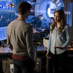 6.The Flash-The Icicle Cometh-Barry Allen et Cailtin Snow.jpg