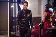 13.the-flash-episode-welcome-earth-2-fiesta