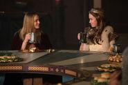 5.Legends of Tomorrow-Camelot 3000-Guenièvre et Sara