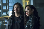 14.The Flash Elongated Journey into Night Cisco et Gypsy