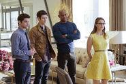14.supergirl Worlds Finest winn, barry, james et Kara