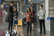 10.The Flash Borrowing Problems From the Future HR, Cisco, Caitlin et Barry