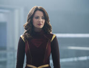 6.Supergirl-Make It Reign-Alura