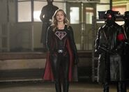 16.Crisis on Earth-X, Part 2 Arrow SS Supergirl