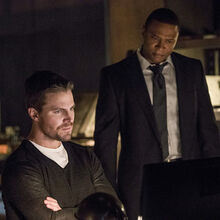 5.Arrow What We Leave Behind Oliver queen et John Diggle.jpg