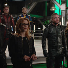 4.Arrow-You Have Saved This City-Diggle, Roy, Rene, Oliver, Drake et Felicity.jpg