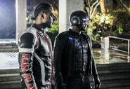 10.Arrow Honor Thy Fathers Mr. Terrific et Spartan