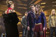 9.Supergirl supergirl-lives Supergirl, Mon-El, Roulette & prisonniers
