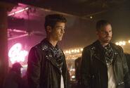 13.Supergirl-elseworlds-part3-Barry et Oliver