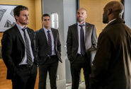 2.Arrow The Sin-Eater Oliver Queen, Adrian Chase, Quentin Lance et Frank Pike