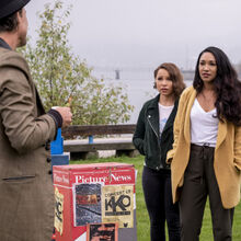 4.The Flash-The Icicle Cometh-Sherloque, Nora et Iris.jpg