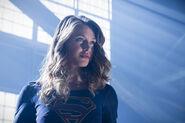 1.The Flash Invasion Supergirl