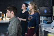 7.Supergirl-The Fanatical-Winn, Supergirl et Lena