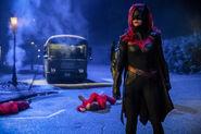 26.Arrow-elseworlds-part2-Batwoman