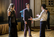 3.The Flash Duet Kara, Barry et Music Meister