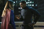 2.Supergirl Medusa Kara & J'onn