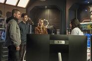 21.The Flash-elseworlds-part1-Oliver, Barry , Kara et Cisco