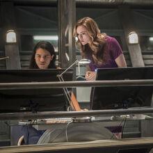 5.The Flash Dead or Alive Cisco et Caitlin.jpg
