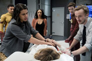 6.The flash Abra Kadabra Caitlin, kid Flash, Iris, Cisco, Barry et Julian