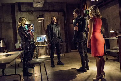 Arrow-season-3-premiere-cave