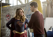 21.The Flash Invasion Supergirl & Barry