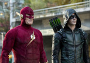 16.Arrow-elseworlds-part2-Flash90 et Barry (GreenArrow)