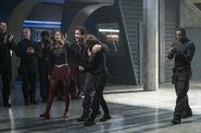 6.Supergirl Homecoming Supergirl, Jeremiah, Alex et J'onn