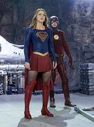 6.supergirl Worlds Finest flash et supergirl