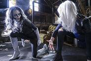 12.supergirl Worlds Finest silver banshee et livewire